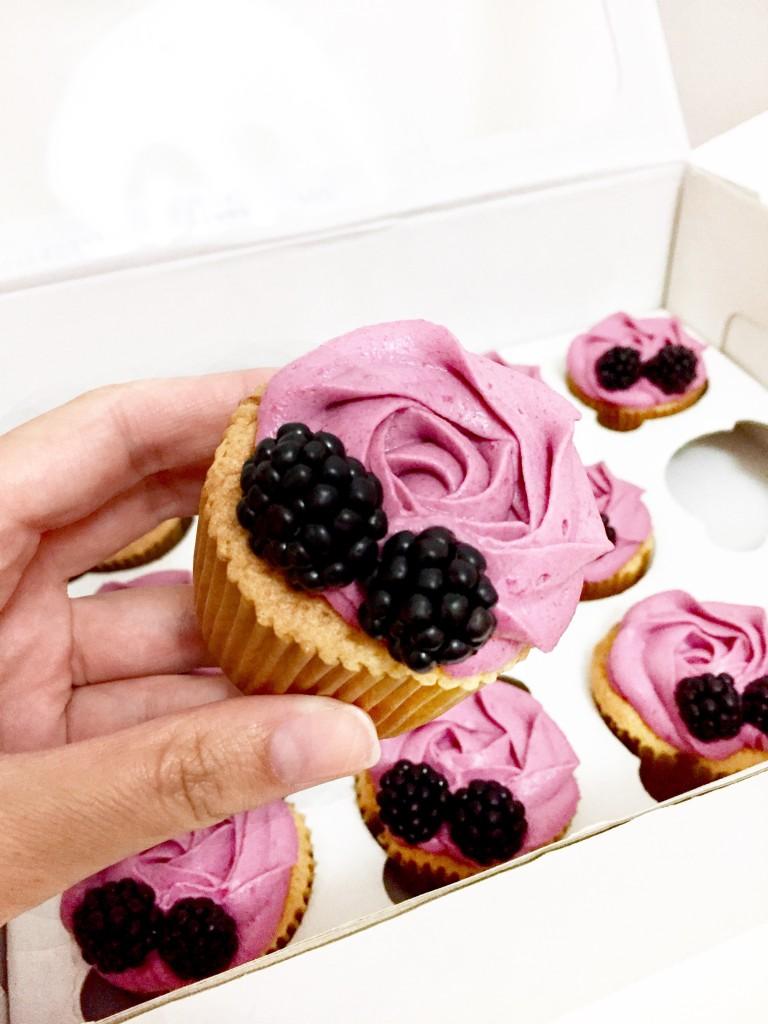 ostružinové cupcakes
